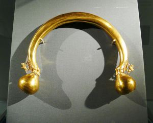 742px-gold_torque_1